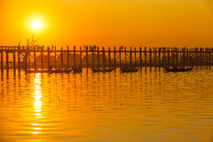 Por do sol na ponte de U Bein, Myanmar Fotos de Stock Royalty Free
