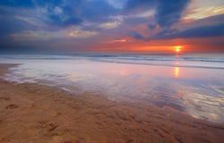 Por do sol na praia fotos de stock royalty free