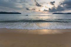 Por do sol na praia imagens de stock