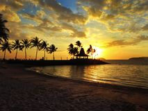 Por do sol na praia fotos de stock