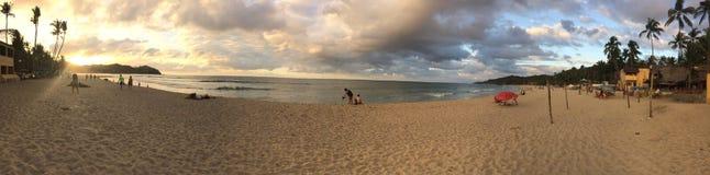 Por do sol na praia bonita de Sayulita em México imagens de stock royalty free
