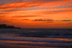 Por do sol na praia da caminhada, Dubai UAE Fotografia de Stock Royalty Free
