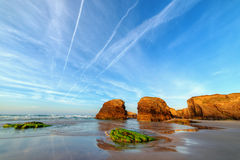 Por do sol na praia de Catedrales Fotos de Stock Royalty Free