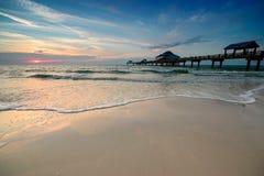 Por do sol na praia de Clearwater Fotografia de Stock