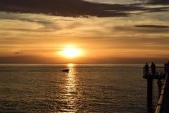 Por do sol na praia de Glenelg Fotografia de Stock Royalty Free