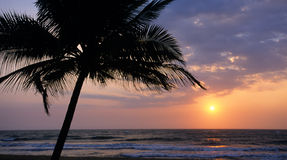 Por do sol na praia de Kalutara Foto de Stock