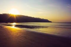 Por do sol na praia de Radhanagar foto de stock