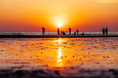 Por do sol na praia de Toei Ngam imagem de stock royalty free