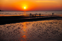 Por do sol na praia de Toei Ngam Imagem de Stock