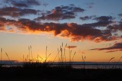 Por do sol na praia de Vadum em Salling, Dinamarca - série Fotos de Stock
