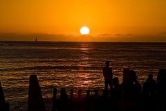 Por do sol na praia de Waikiki Foto de Stock