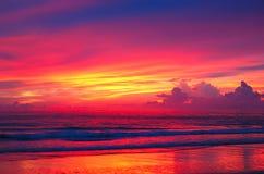 Por do sol na praia do Oceano Índico Fotografia de Stock