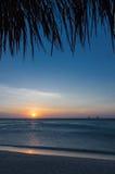 Por do sol na praia em Aruba Fotos de Stock