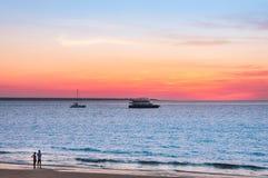 Por do sol na praia em Darwin, Austrália fotografia de stock royalty free