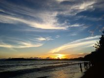 Por do sol na praia em Krabi Imagem de Stock Royalty Free