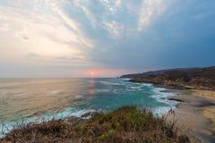 Por do sol na praia em Mahahual, México imagem de stock