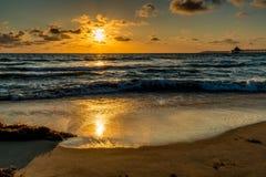 Por do sol na praia imperial, CA foto de stock royalty free