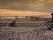Por do sol na praia NY de Jones fotos de stock