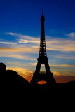 Por do sol na torre Eiffel, Paris, France Imagem de Stock