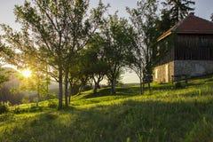Por do sol na vila Fotos de Stock Royalty Free