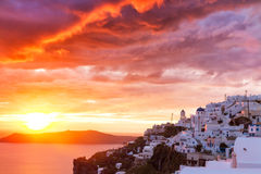 Por do sol na vila cycladic Imerovigli Foto de Stock Royalty Free