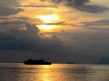 Por do sol na vista perfeita tailandesa imagem de stock royalty free