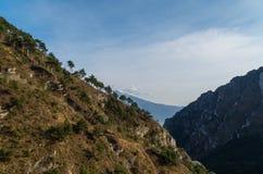Por do sol nas montanhas perto de Limone no lago Garda, Itália Imagens de Stock Royalty Free