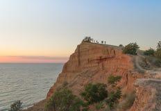 Por do sol nas montanhas perto do mar Imagem de Stock