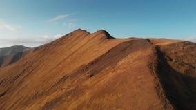 Por do sol nas montanhas Ridge do outono e no desfiladeiro da natureza de Geórgia video estoque