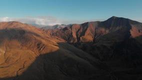 Por do sol nas montanhas Ridge do outono e no desfiladeiro da natureza de Geórgia vídeos de arquivo