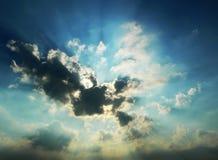Por do sol nebuloso dramático Fotografia de Stock