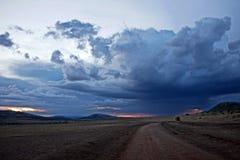 Por do sol nebuloso no Masai Mara Fotos de Stock Royalty Free