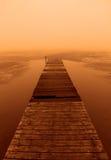 Por do sol nevoento no passeio à beira mar foto de stock royalty free