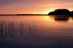 Por do sol no arquipélago do `s de Éstocolmo. imagens de stock royalty free