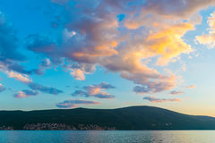 Por do sol no céu de Montenegro Fotos de Stock