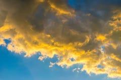 Por do sol no céu de Montenegro Foto de Stock