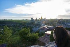 Por do sol no castelo em Kamianets-Podilskyi fotografia de stock