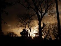 Por do sol no cemitério Fotografia de Stock