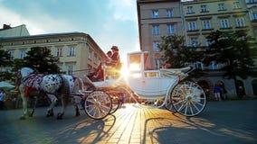 Por do sol no centro da cidade de Krakow, Polônia vídeos de arquivo