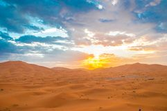 Por do sol no deserto Fotografia de Stock Royalty Free