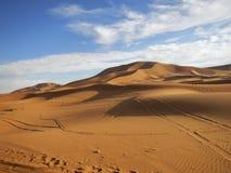 Por do sol no deserto de Sahara foto de stock