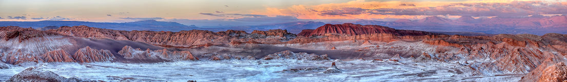Por do sol no deserto de Valle de Luna - de Atacama & no x28; Chile& x29; Imagens de Stock Royalty Free
