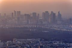 Por do sol no distrito financeiro de Paris fotografia de stock