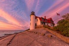 Por do sol no farol de Betsie do ponto perto da salsicha tipo frankfurter Michigan, EUA fotos de stock royalty free