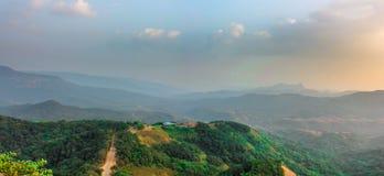 Por do sol no forte do satara em india Imagem de Stock