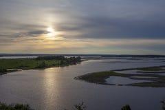 Por do sol no grande Rio Volga fotos de stock royalty free