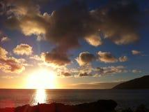 Por do sol no horizonte Fotografia de Stock