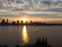Por do sol no Hudson imagens de stock royalty free