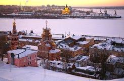 Por do sol no inverno Nizhny Novgorod Fotografia de Stock Royalty Free