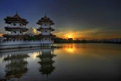 Por do sol no jardim do chinês de Singapore Imagem de Stock